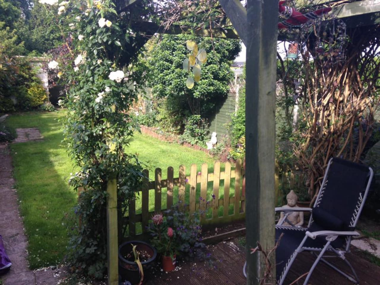 Double bedroom available over Royal Wedding weekend, relax in the garden after all the fuss dies down!