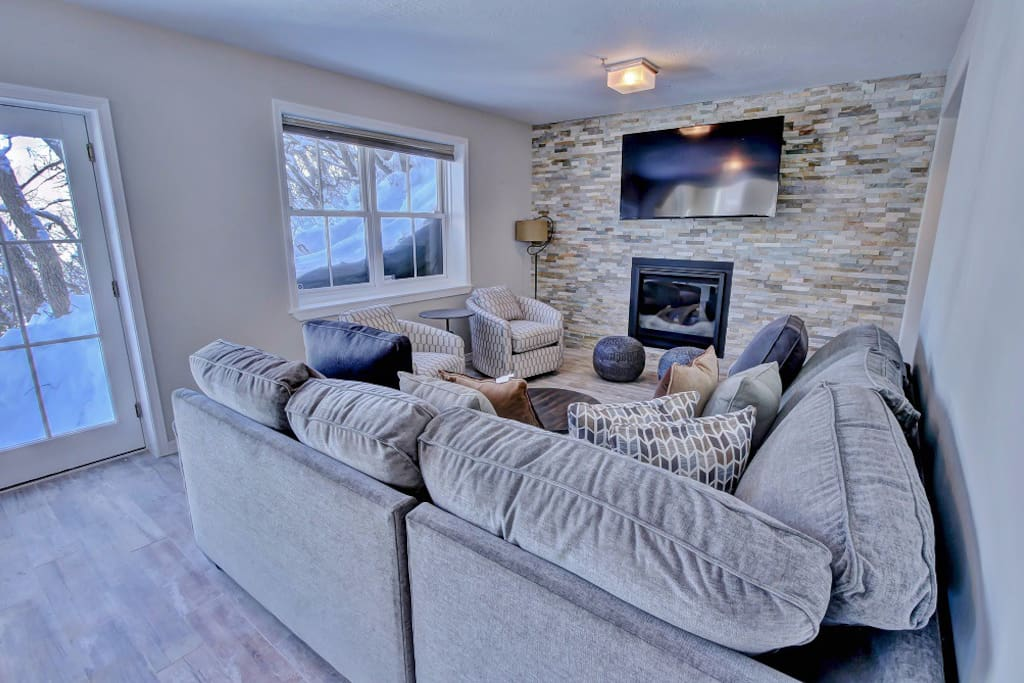 Park City Ontario Manor- Living room with 60 inch TV, newly renovated.