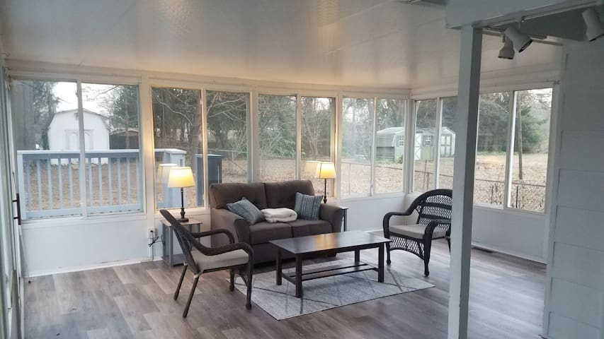 Comfy Charlotte Home, Conveniently Located