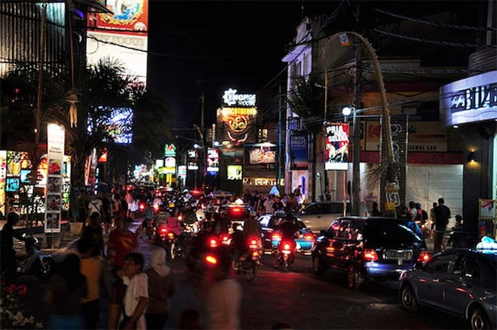 Jalan Raya Legian is 500m away from your doorstep.  Jalan Legian is the primary walking street lined with a good variety of shops, bars, and clubs. Footpaths on both sides offer great walks for both shoppers by day, and night owls after sunset.