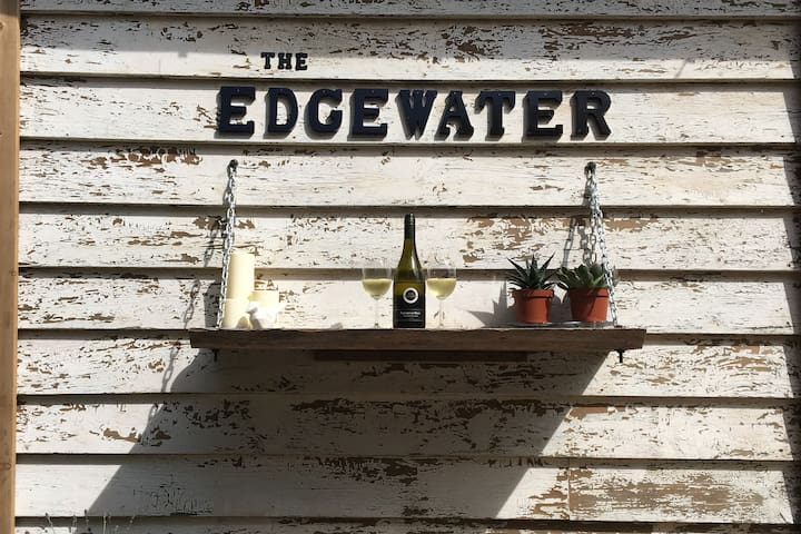 The Edgewater - A cottage in the city.