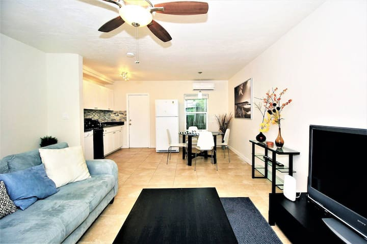 628A FLL Private Apt.- 1.5 mi to Beach & Las Olas