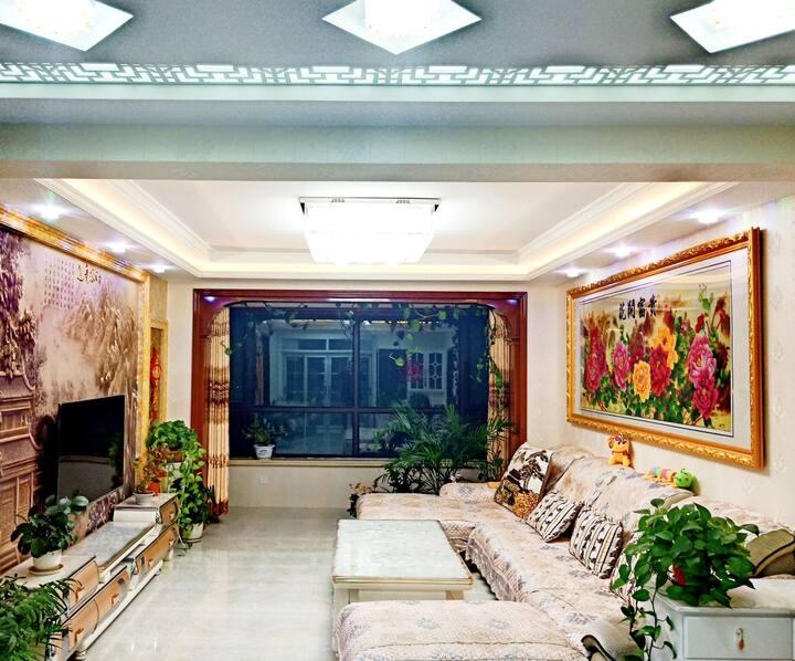 丝路·尊扬栖舍【近方特欢乐世界、高铁站和讨赖河生态公园三室两厅公寓】