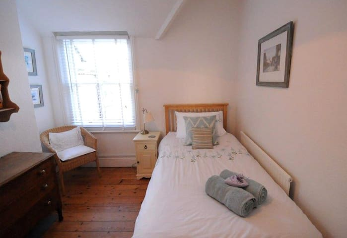 Charming Single Room in the heart of Rottingdean
