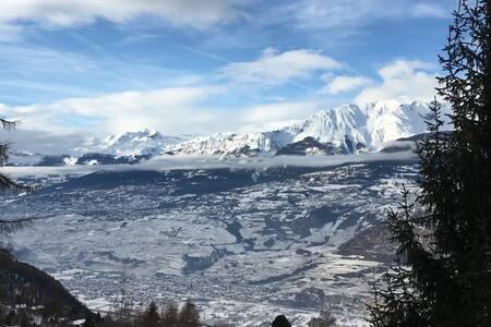 LOYEHILL CHALET Homestay - Swiss Alps Escape.