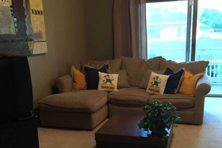 2 BR/ 2 Bath Condominium 1/2 mile from Notre Dame - South Bend - Appartement en résidence