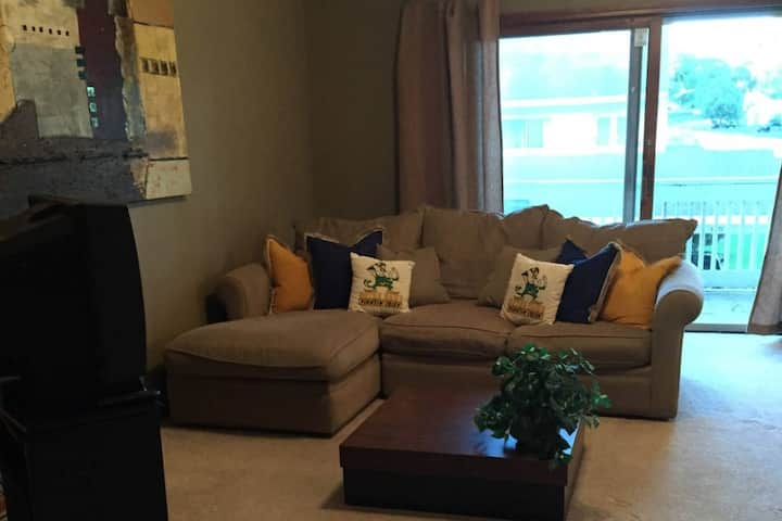 Furnished, Short/Long Term Condo 1/2 Mile to ND