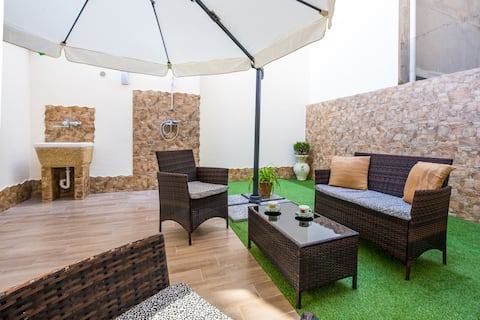 Milazzo Apartment_with additional shower in Garden
