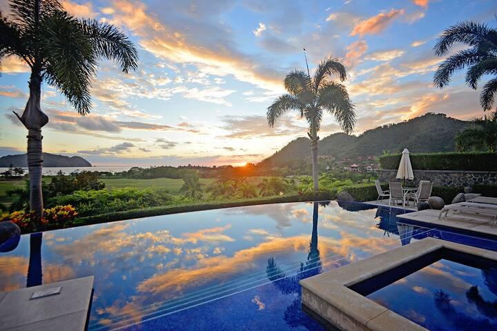 Luxury Villa with Privacy & Breathtaking Views!