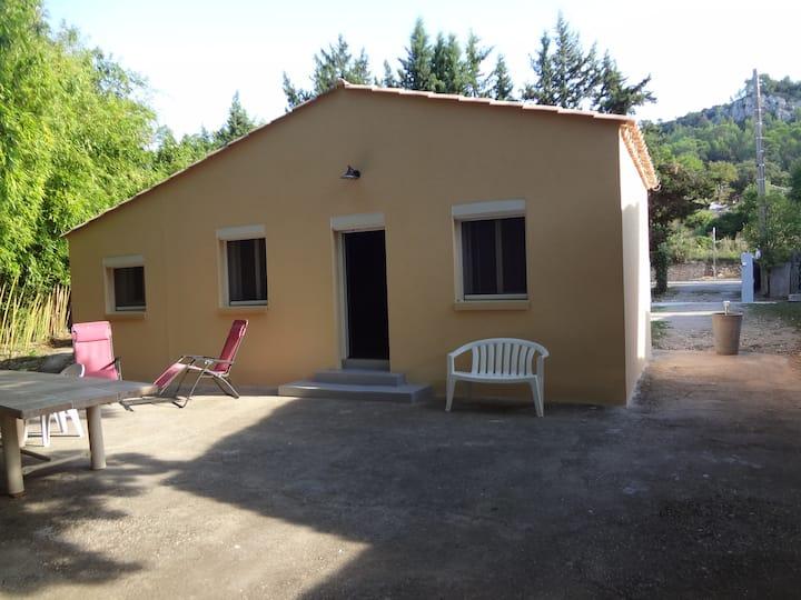 Maisonnette meublée au cœur de la Provence Verte