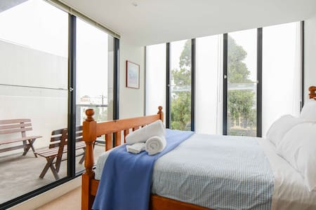 Beach+City+Cafes all within minutes - Port Melbourne - Departamento