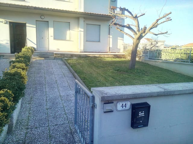 Appartamentocon giardino e garage - Stabbia