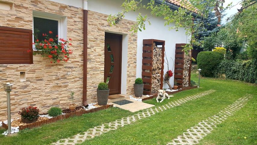 House by the lake Teplý Vrch. Rekreačný dom