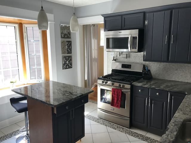 Updated Buffalo Apartment - Easy Self Check-in