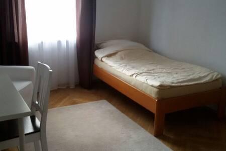 Zimmer in zentraler und ruhiger Lage