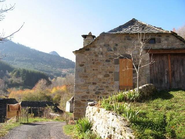 Charmante maison  au pied du gerbier de joncs
