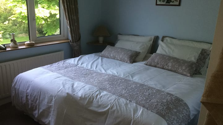 Quiet en-suite room, lovely country views.