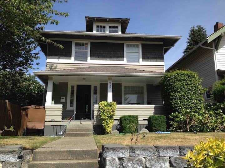 Tacoma 1, Walk to TG, WSU, CHI, Cozy Twin Bed Room