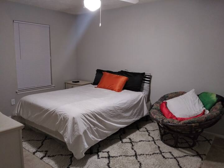 Large, Clean, Entire Apartment Near Airport