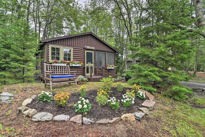NEW! 'Sprucewold': Boothbay Harbor Cottage w/Deck