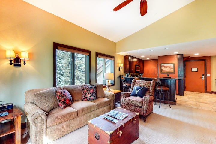 Near ski lifts! 2nd-floor home with fireplace, WiFi, W/D & shared pool/hot tub!