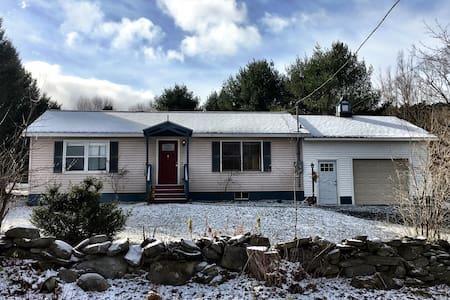 Blue Pony Cottage - Hartford