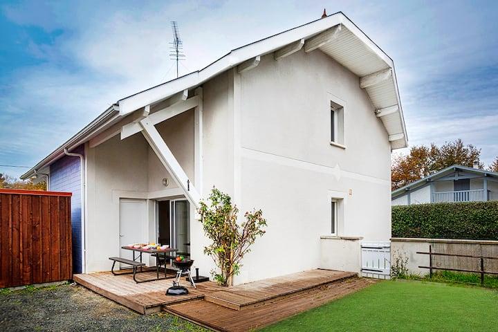 Ravissante maison idéalement située et son Jardin