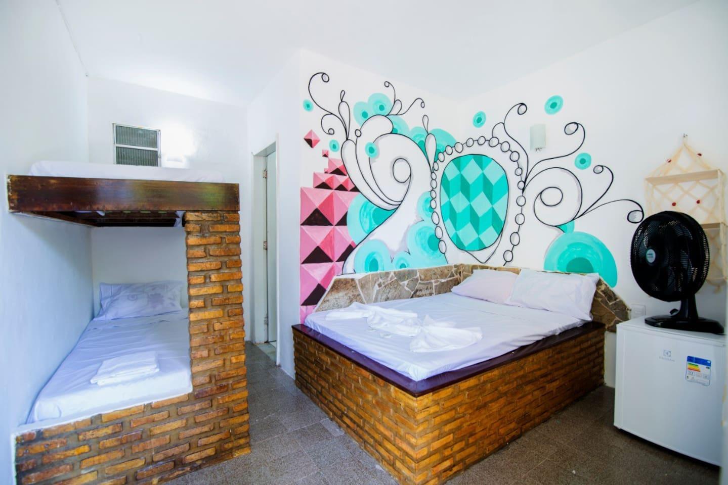 Habitación con cama Matrimonial y litera.
