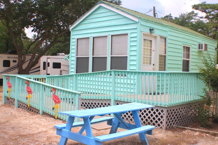 Cozy Cabin sleeps 2 C-74 handicap, Pet Friendly