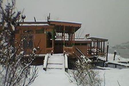 Shamus Maqbool Group Of Houseboat Dal lake - Srinagar - Chambres d'hôtes