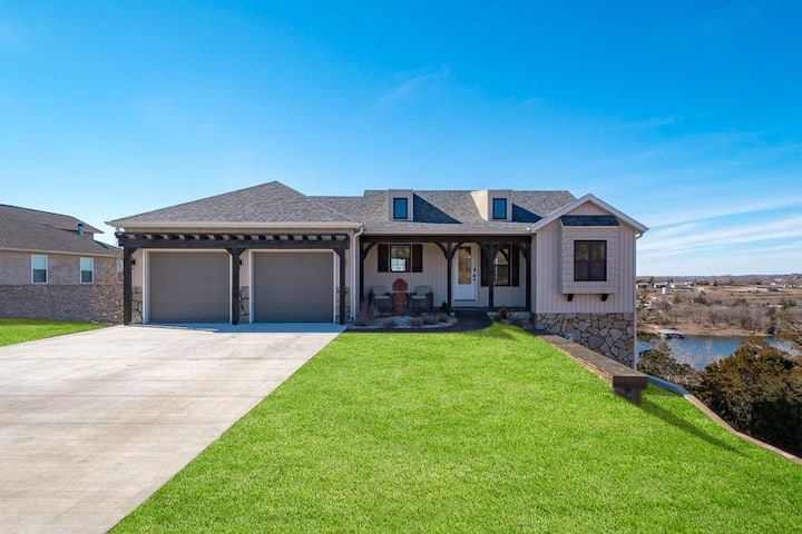 Amazing Home! Gorgeous Lake View - Be Wowed!