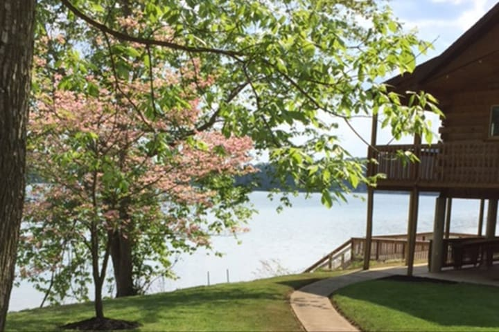 Ohio River's Private Cabin