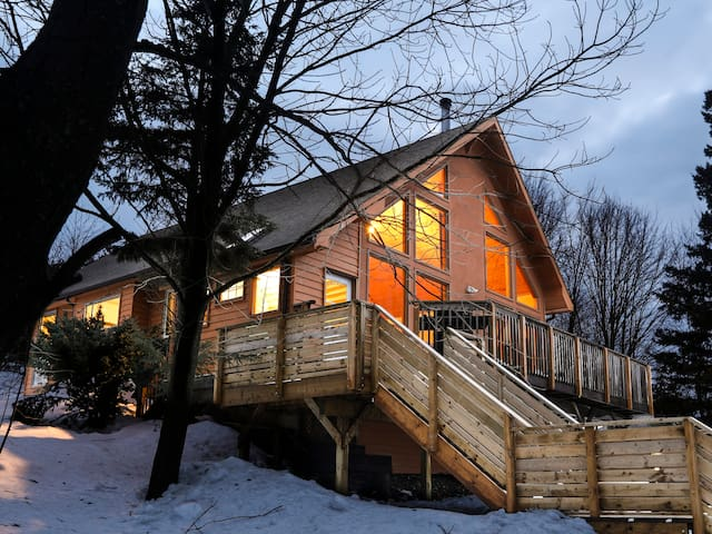 Relax at The Mountaintop Chalet
