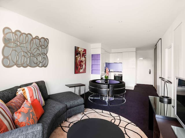 The Sebel 1 Bedroom APT- [Weekday-$70.00 per day]