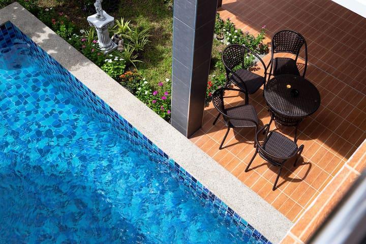 Luxury Pool Villa l 5 Bedrooms l 2 mins walk 7-11