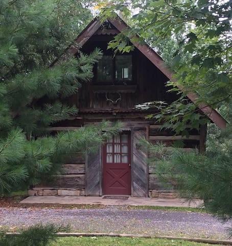 1840's Romantic Log Cabin -  Hot Tub and Fireplace