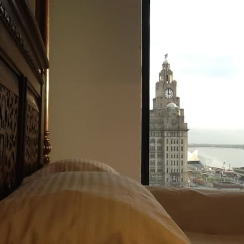 Liverpool Excelsior Pierhead Apartment (Sleeps 6)