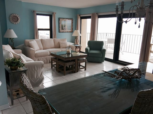 Beautiful Beachfront Retreat with Beach service - Perdido Key - Condominium