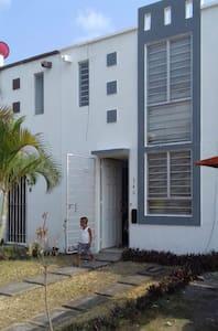 Casa dos plantas en arboleda dan Ramón
