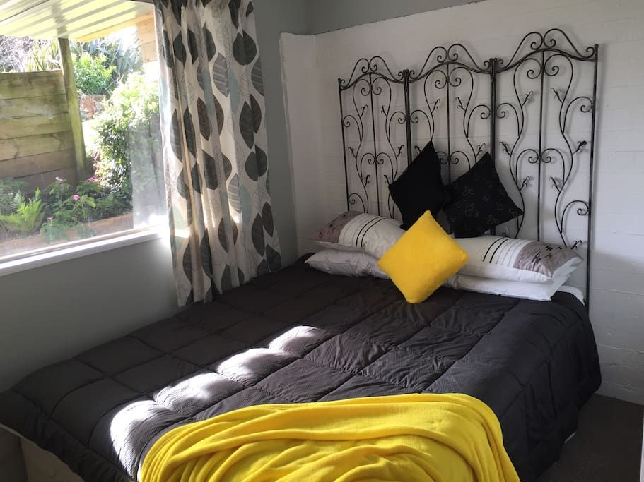 Kingsize bed in bright airy separate room
