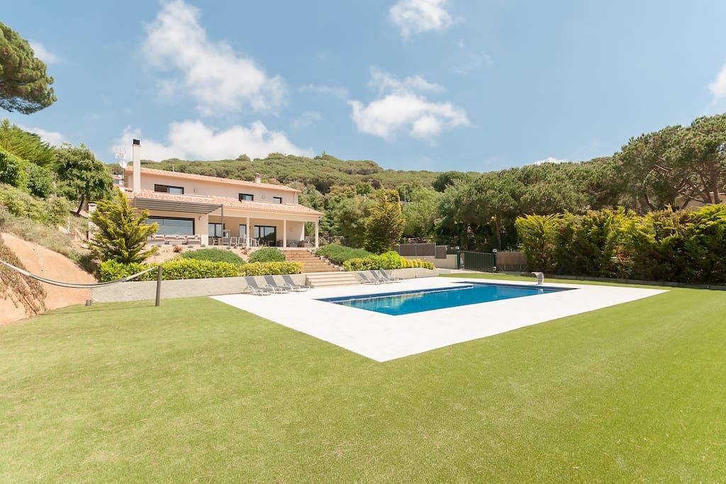 Can corona con jard n piscina sauna barbacoa villas for Piscina sant andreu