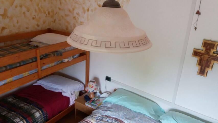 camera matrimoniale con letto a castello