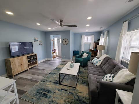 """""""Charlie's by the Bay"""" downtown 1 bedroom"""
