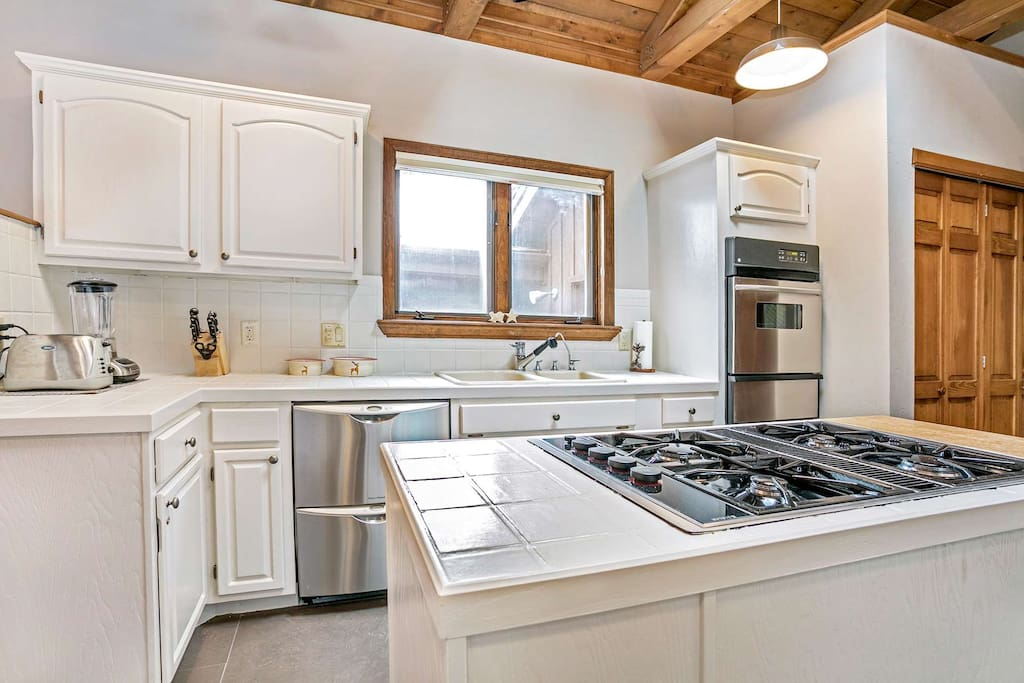 Enjoy creating meals in this fully equipped kitchen with stainless appliances that include a gas cooktop.