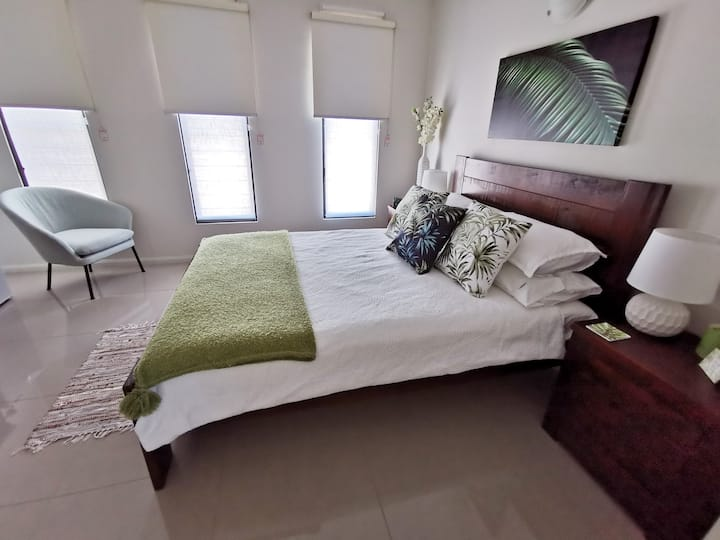 Tropical Feels - Guest Room 1
