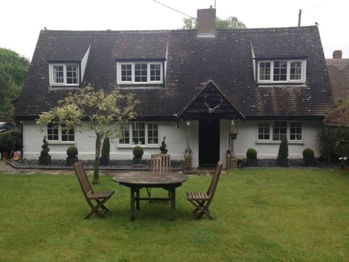 Cosy D/ Room in Quiet Cottage (NO CLEANING FEE)
