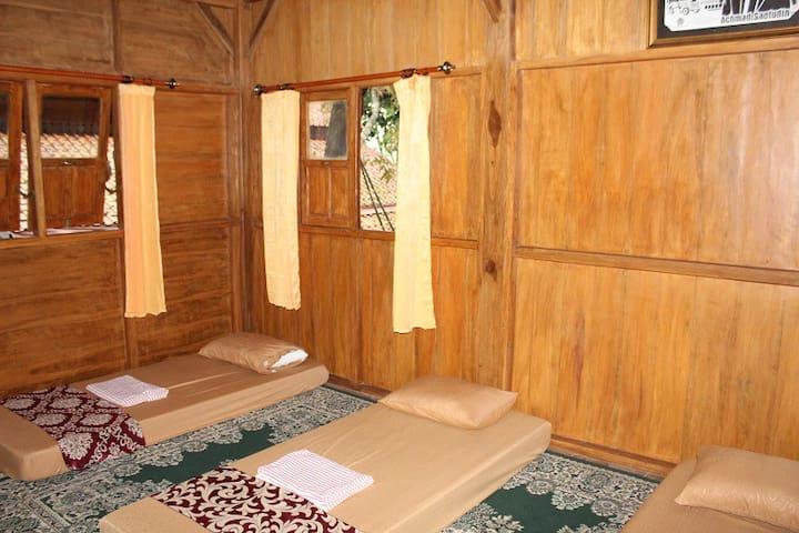 Omah Sae Hostel in Purwokerto upstair room