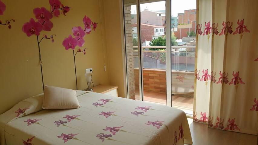 Habitación doble con baño privado y balcón -DUPLEX