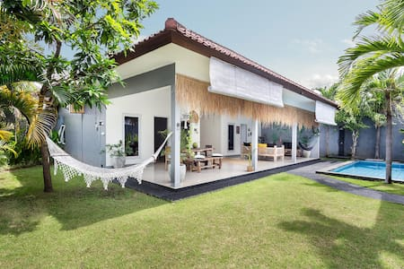 Beautiful villa-big garden near Seminyak center