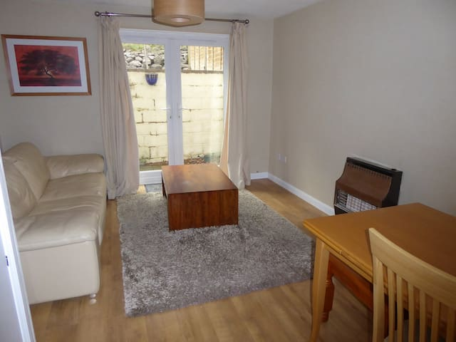 2 bedroom house - Exeter